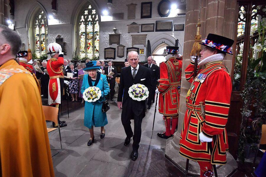 La reine Elizabeth II et le prince Philip dans la cathédrale de Leicester pour le Maundy Service, le 13 avril 2017