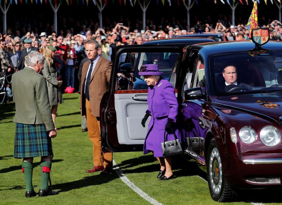 La reine Elizabeth II arrive au Highlands Braemar Gathering, le 6 septembre 2019