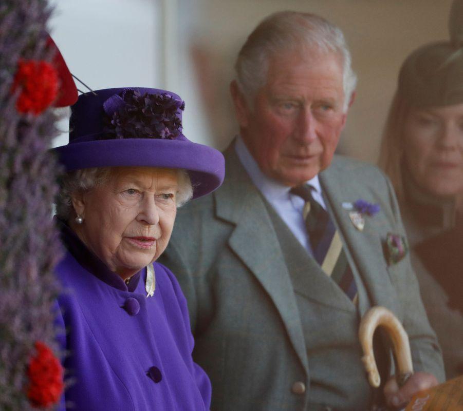 La reine Elizabeth II et le prince Charles au Highlands Braemar Gathering, le 6 septembre 2019