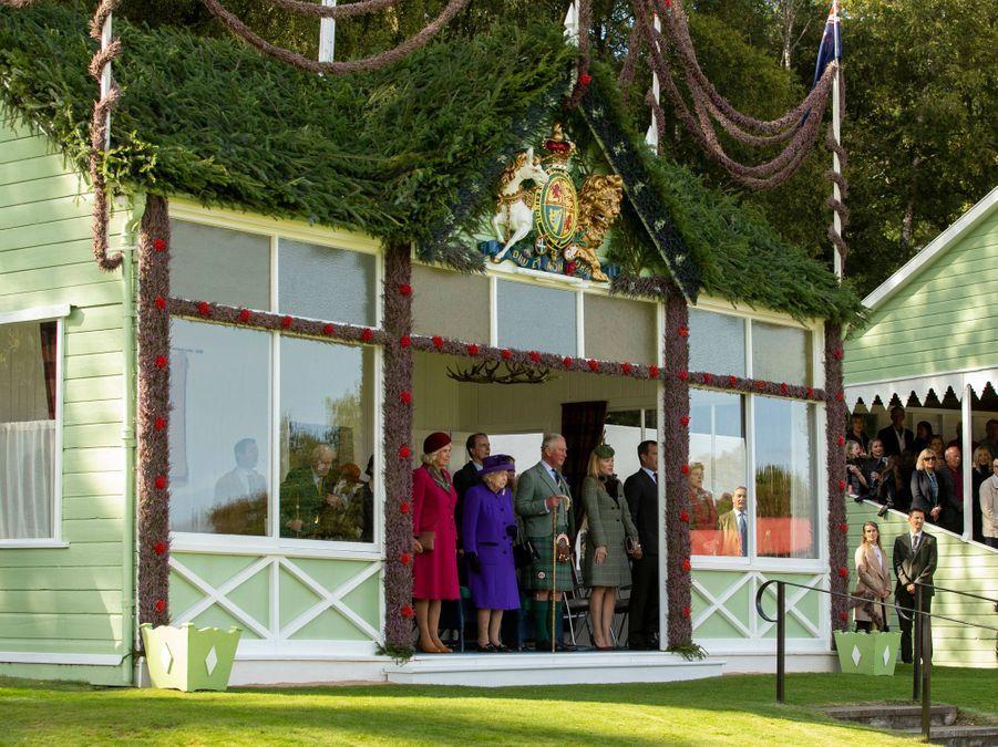 La reine Elizabeth II en famille au Highlands Braemar Gathering, le 6 septembre 2019