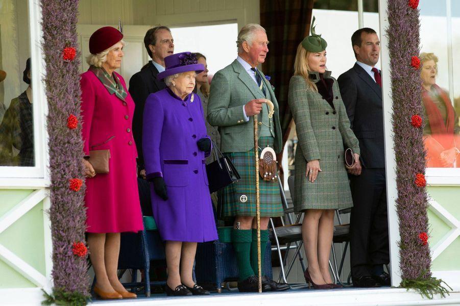 La reine Elizabeth II avec le prince Charles, la duchesse de Cornouailles Camilla, Peter et Autumn Phillips au Highlands Braemar Gathering, le 6 septembre 2019
