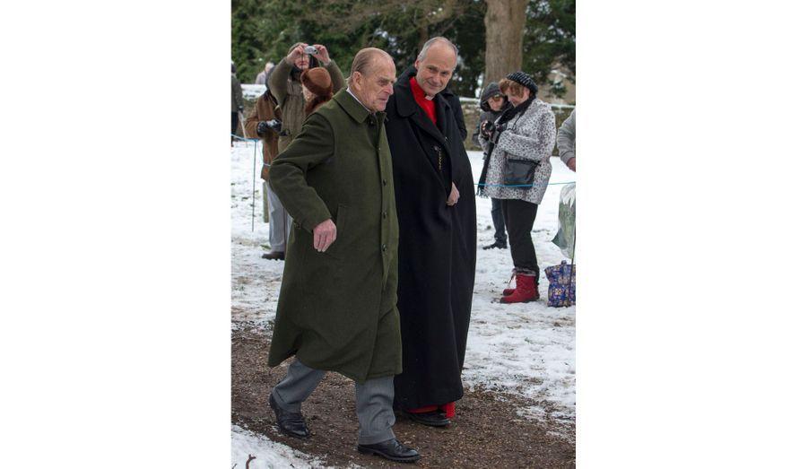 Malgré des températures inférieures à zéro, le Prince Philip ne portait pas de gants.