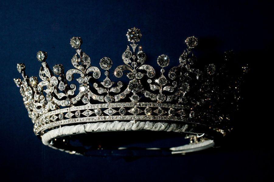 La Queen Mary Girls of Great Britain and Ireland tiara exposée à Londres le 27 juillet 2007