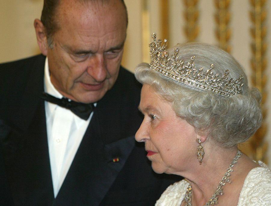 La reine Elizabeth II avec Jacques Chirac à Paris, le 5 avril 2004