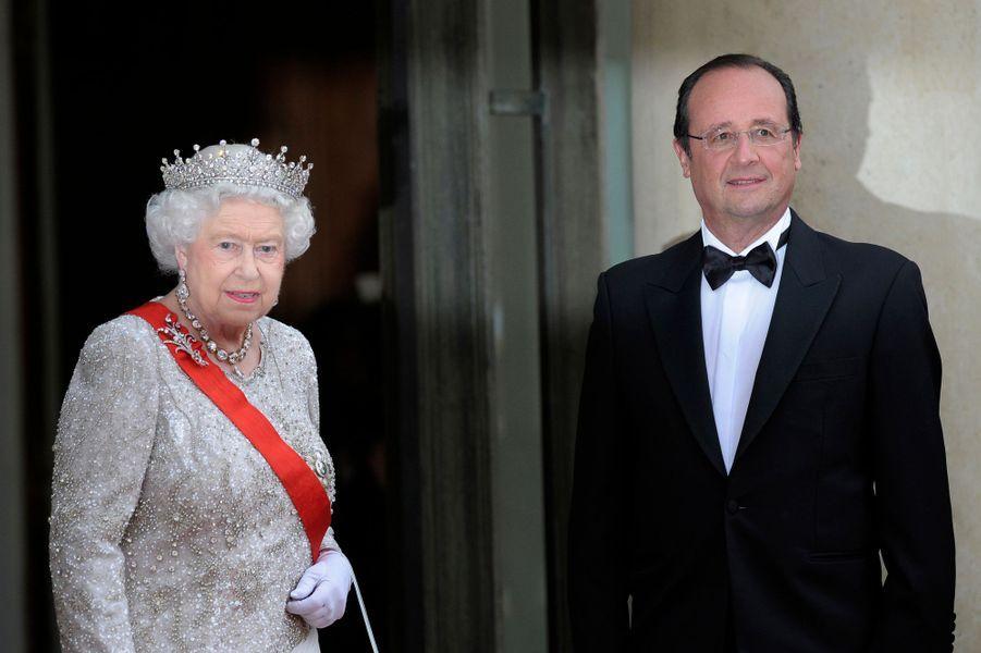 La reine Elizabeth II avec François Hollande à Paris, le 6 juin 2014