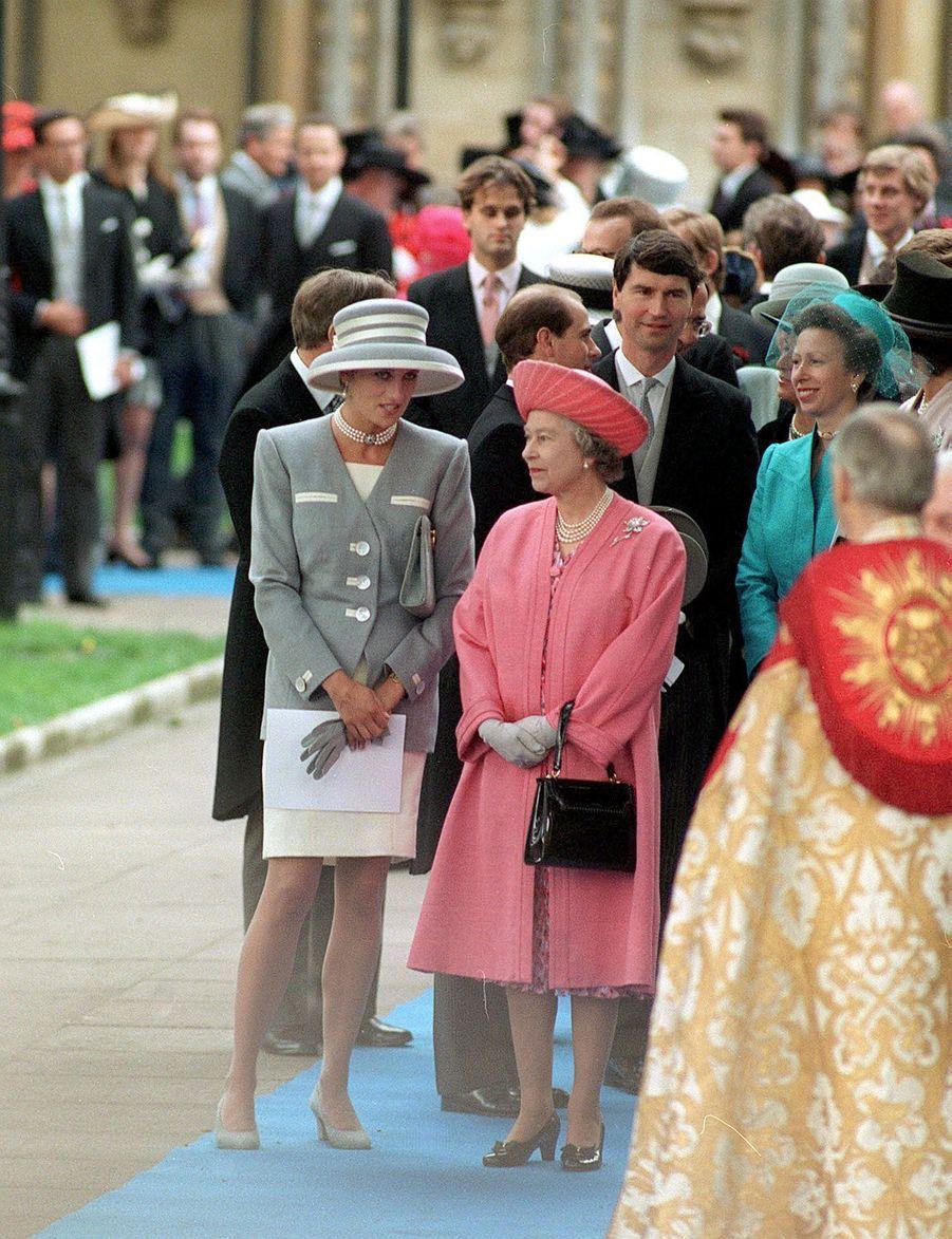 La reine Elizabeth II avec la princesse Diana à Londres (octobre 1993)
