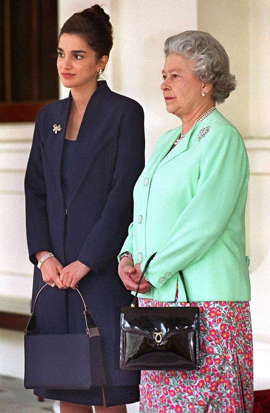 La reine Elizabeth II avec la Reine Rania à Londres (mai 1999)