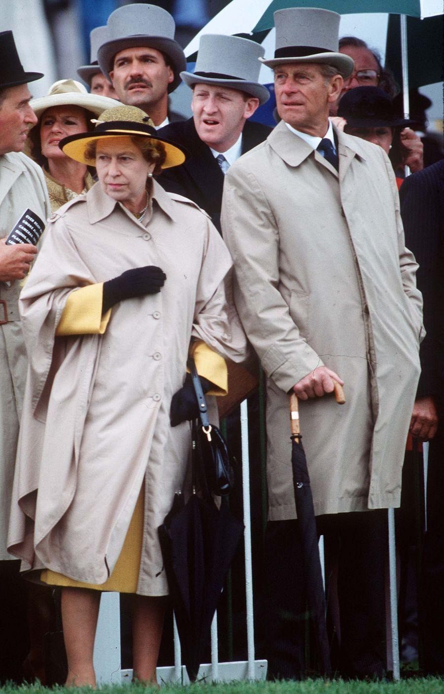 La reine Elizabeth II avec le prince Philip à Epsom (juin 1990)