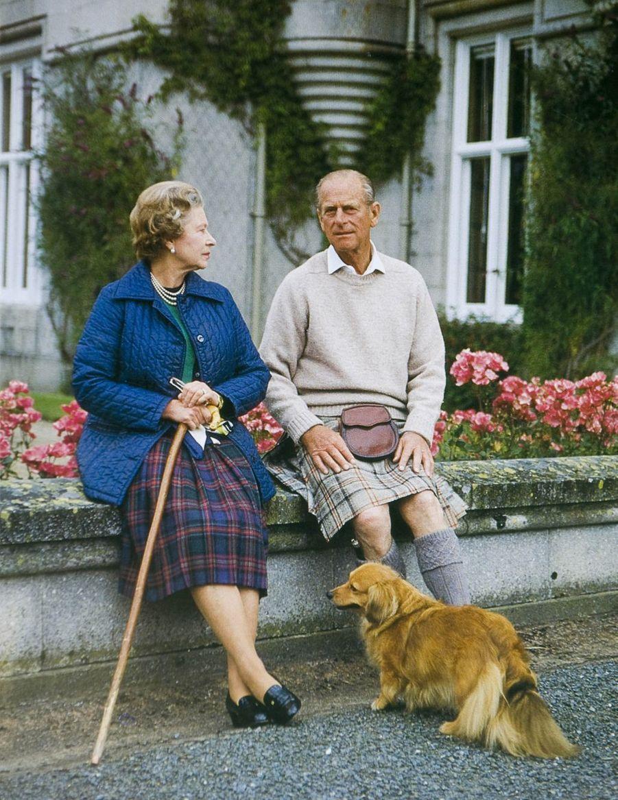 La reine Elizabeth II avec le prince Philip à Sandringham (noël 1990)