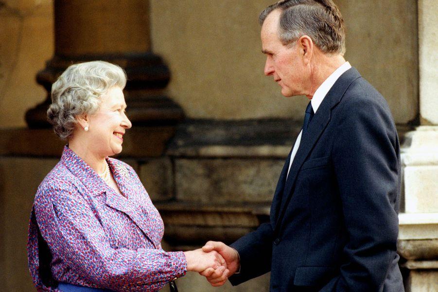 La reine Elizabeth II et le Président américain George Bush à Londres (novembre 1993)