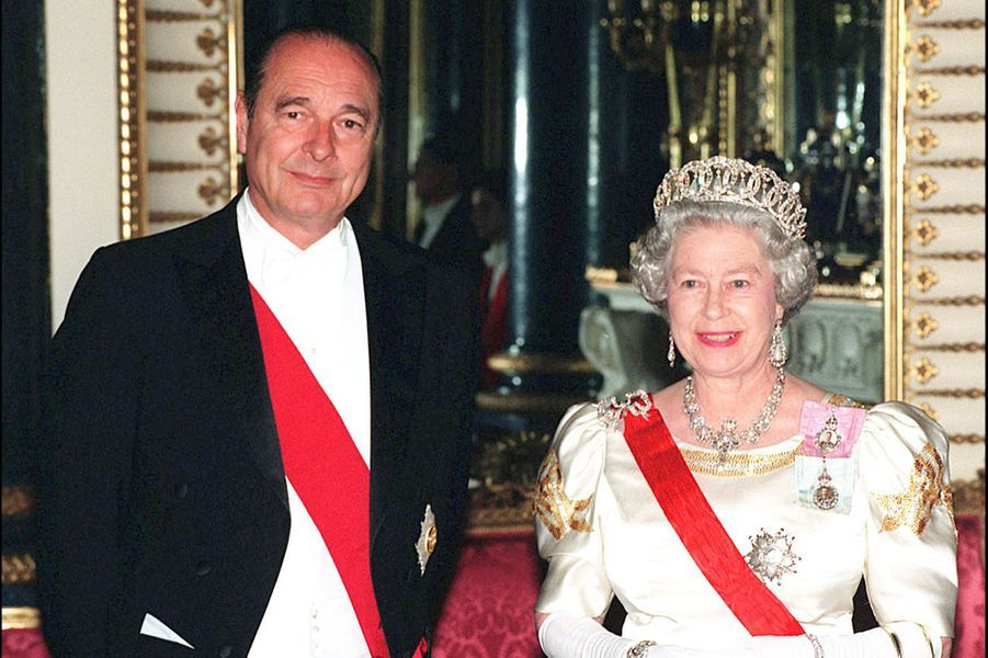 La reine Elizabeth II et le Président français Jacques Chirac à Buckingham (mai 1996)