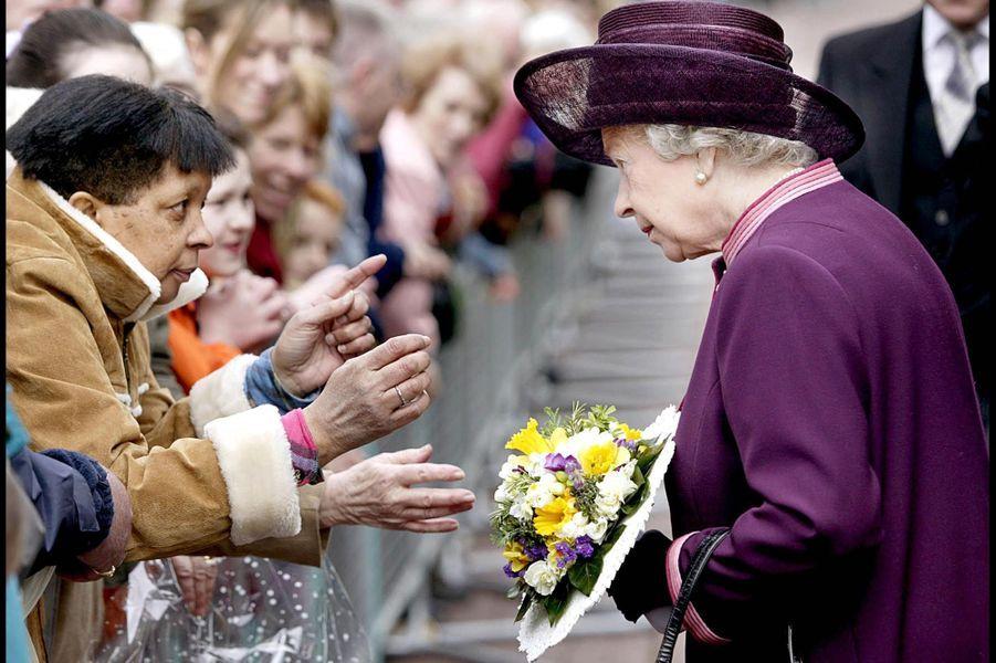 La reine Elizabeth II à Liverpool (avril 2004)