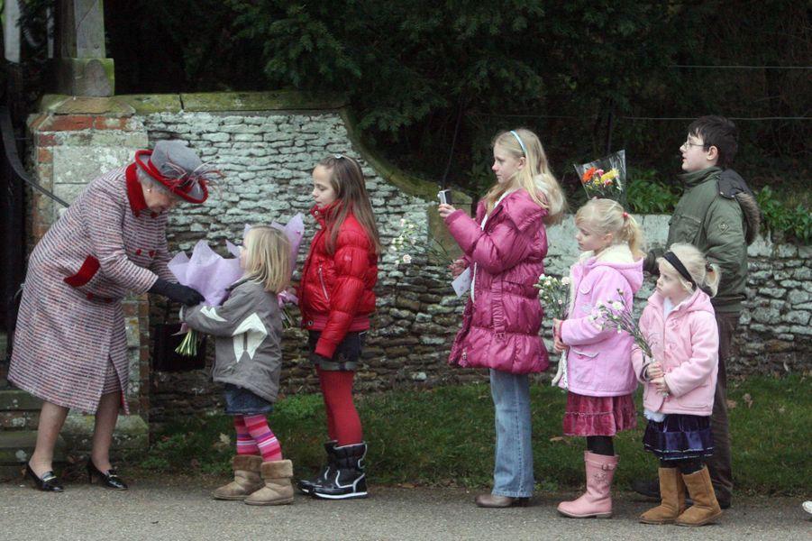 La reine Elizabeth II après la messe de Noël à Sandringham (décembre 2008)