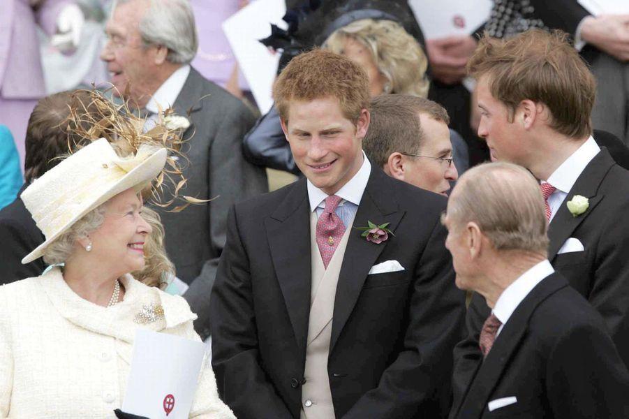La reine Elizabeth II avec Harry et William à Windsor (avril 2005)