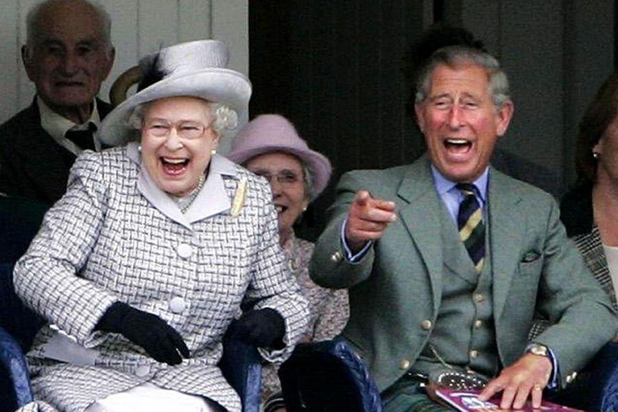 La reine Elizabeth II avec le prince Charles aux Jeux de Braemar en Ecosse (septembre 2006)