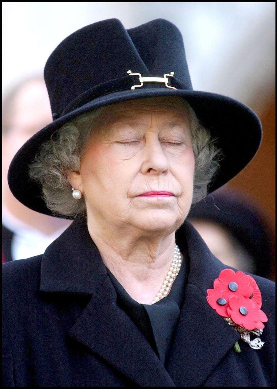 La reine Elizabeth II, commémoration du jour du souvenir (11 novembre 2004)