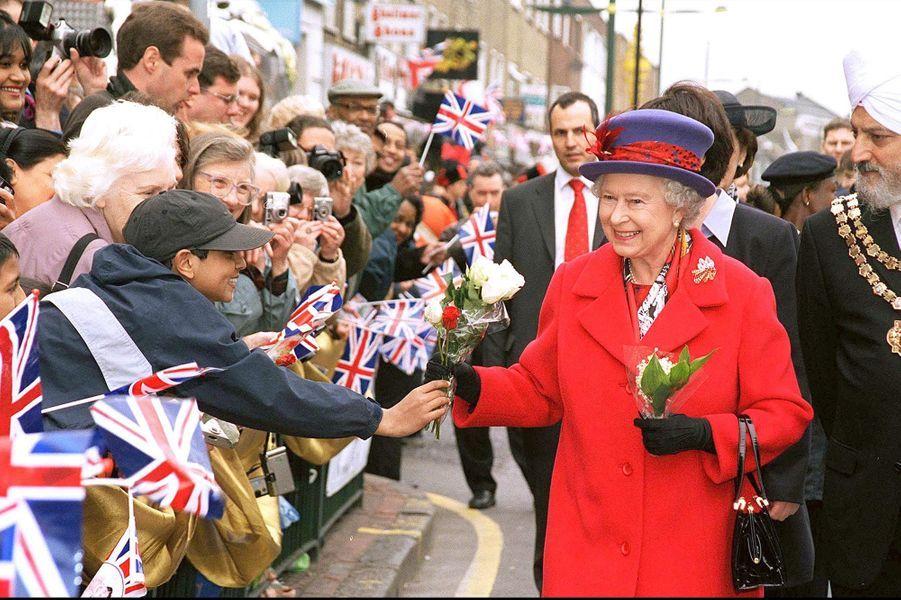 La reine Elizabeth II lors de son jubilé d'or - 50 ans de règne - à Londres (mai 2002)