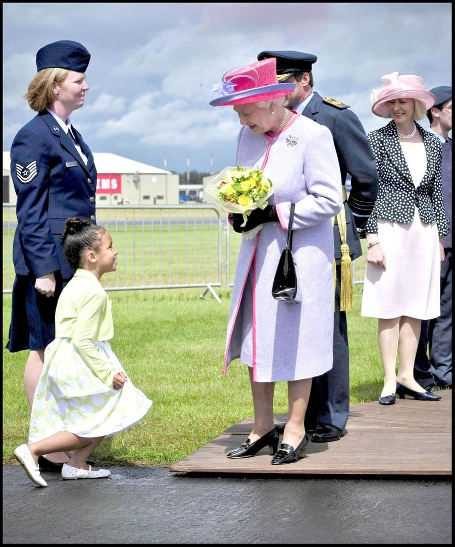 La reine Elizabeth II sur la base de la RAF à Fairford (juillet 2008)