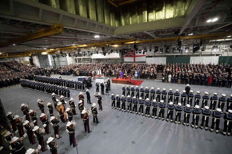 La reine Elizabeth II lors de la cérémonie de mise en service du HMS Queen Elizabeth à Portsmouth, le 7 décembre 2017