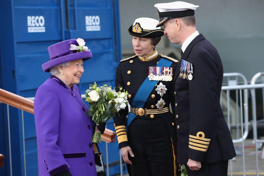 La reine Elizabeth II et la princesse Anne à Portsmouth, le 7 décembre 2017