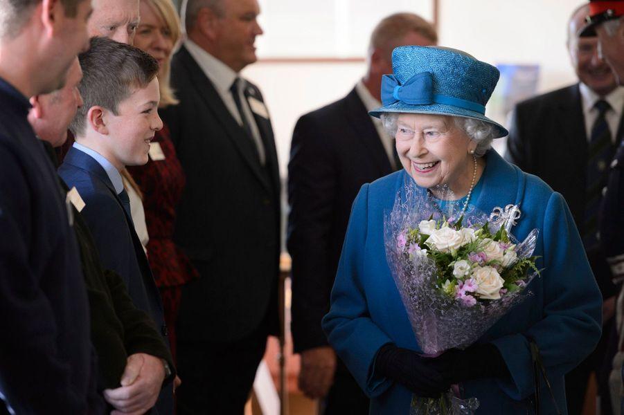 La reine Elizabeth II au golf de Ballater en Ecosse, le 27 septembre 2016