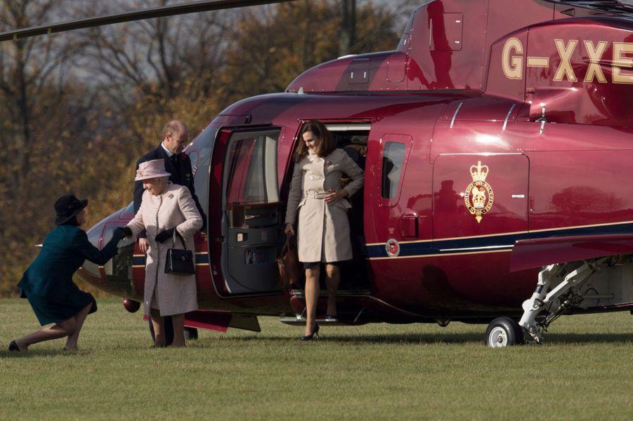 La reine Elizabeth II arrive à Newmarket, le 3 novembre 2016