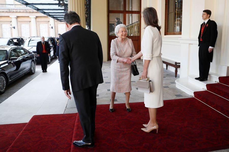 La reine Elizabeth II avec le couple présidentiel colombien à Londres, le 3 novembre 2016