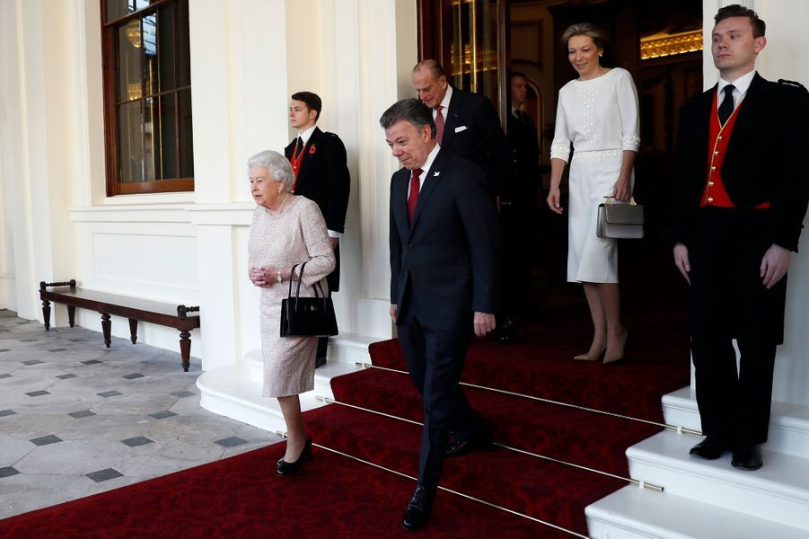 La reine Elizabeth II et le prince Philip avec le couple présidentiel colombien à Londres, le 3 novembre 2016