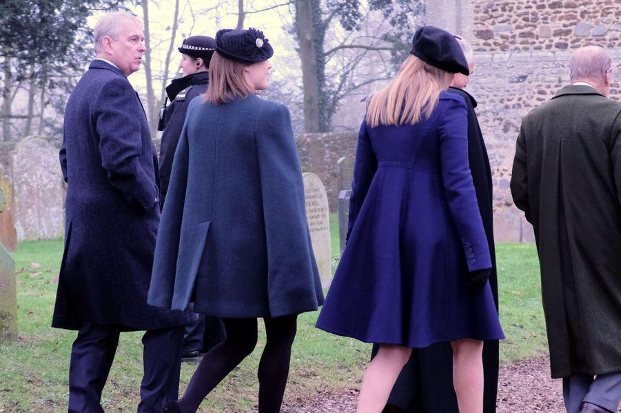Les princesses Eugenie et Beatrice d'York avec leur père le prince Andrew et leur grand-père le prince Philip à Castle Rising, le 21 janvier 2018