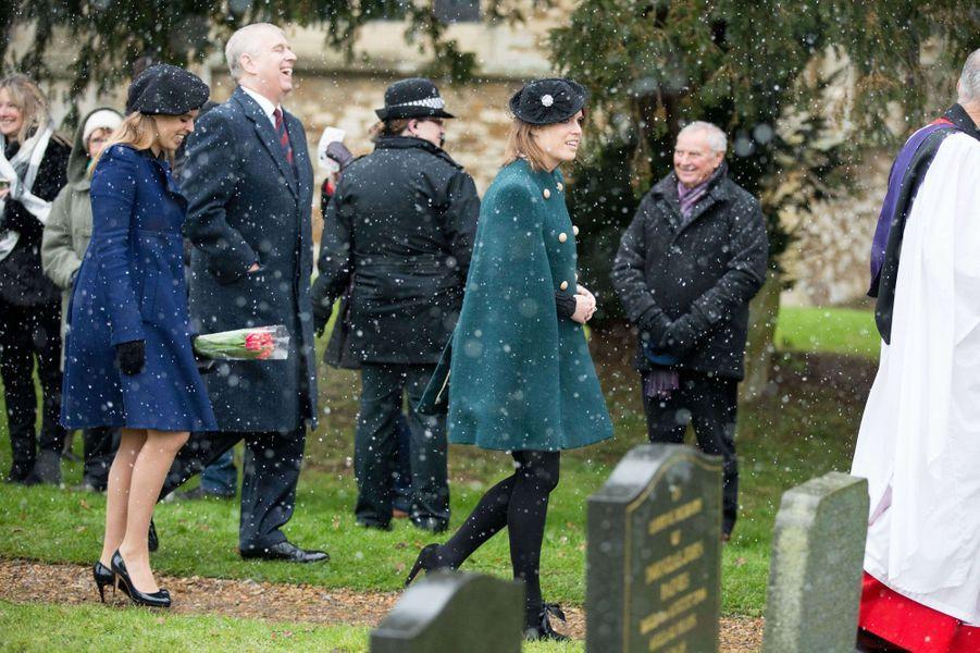 Les princesses Eugenie et Beatrice d'York avec leur père le prince Andrew à Castle Rising, le 21 janvier 2018