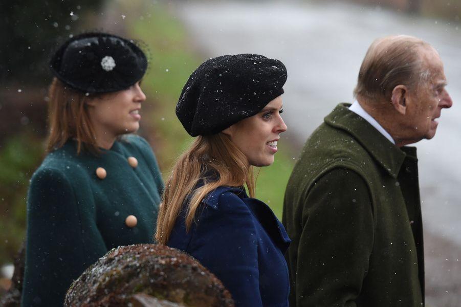 Les princesses Eugenie et Beatrice d'York avec leur grand-père le prince Philip à Castle Rising, le 21 janvier 2018