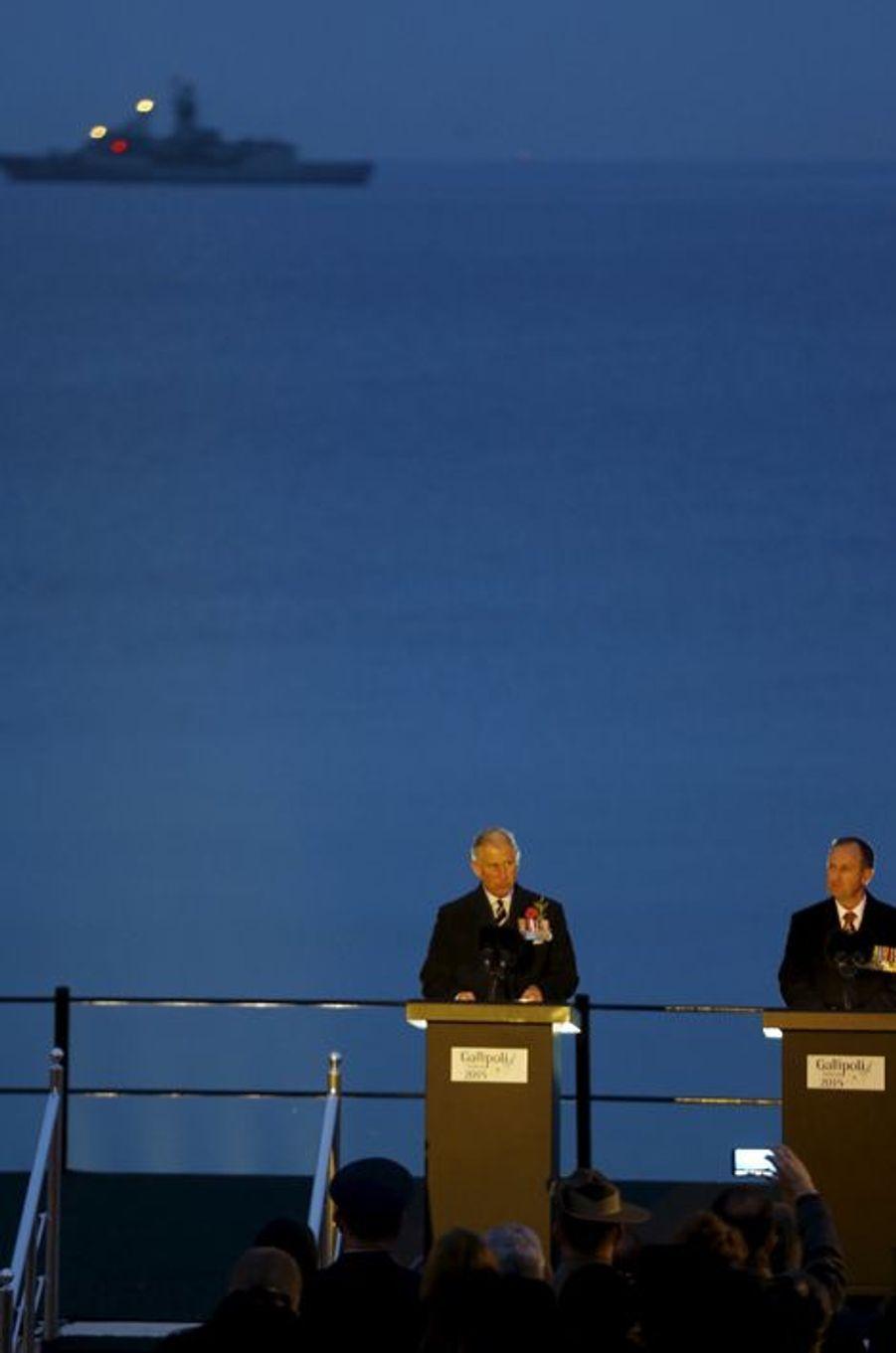 """Le prince Charles à la """"Cérémonie de l'aube"""" à Gallipoli, le 25 avril 2015"""