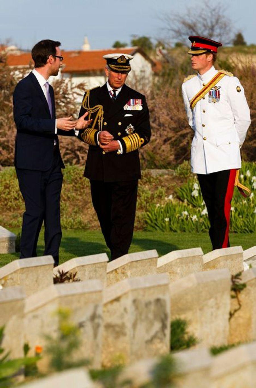 Le prince Harry au cimetière de la plage V à Eceabat, le 24 avril 2015
