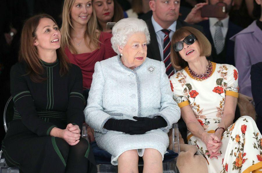 La Reine Elizabeth II À La Fashion Week De Londres Pour La Première Fois 11
