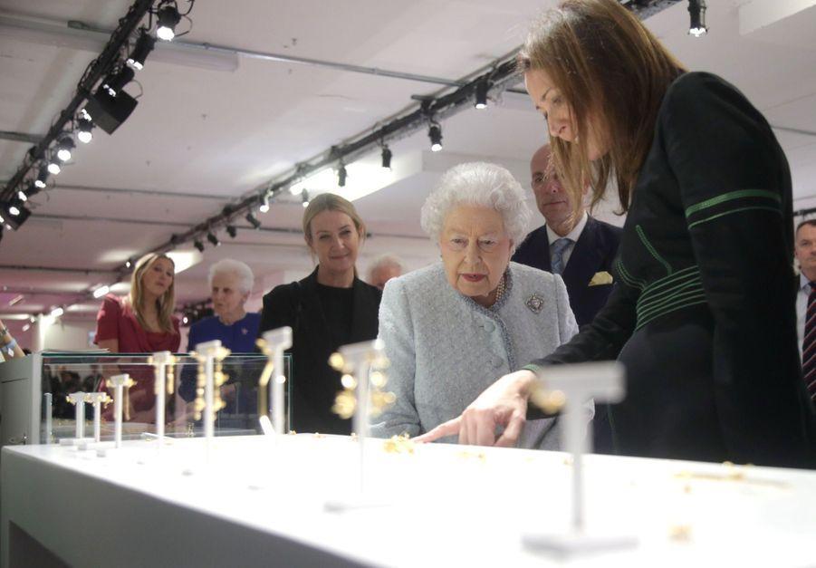 La Reine Elizabeth II À La Fashion Week De Londres Pour La Première Fois 29