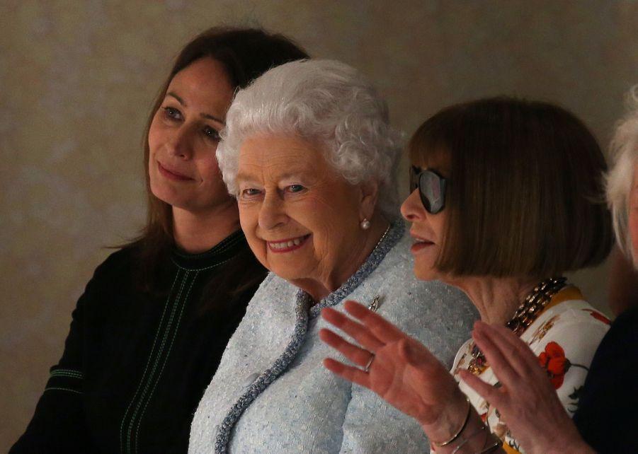La Reine Elizabeth II À La Fashion Week De Londres Pour La Première Fois 33