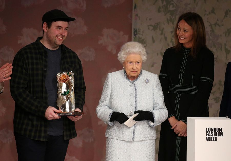 La Reine Elizabeth II À La Fashion Week De Londres Pour La Première Fois 4