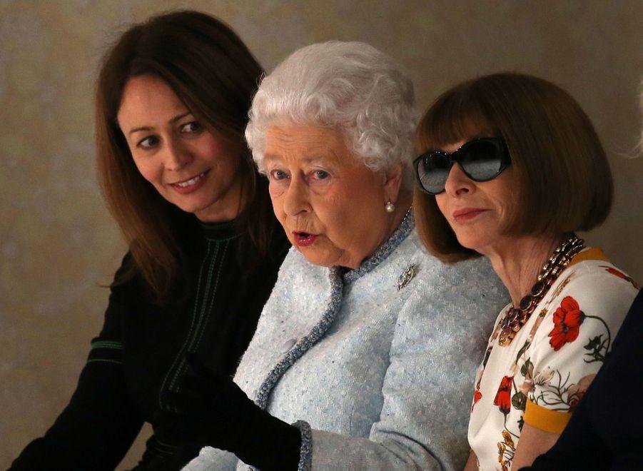 La Reine Elizabeth II À La Fashion Week De Londres Pour La Première Fois 6