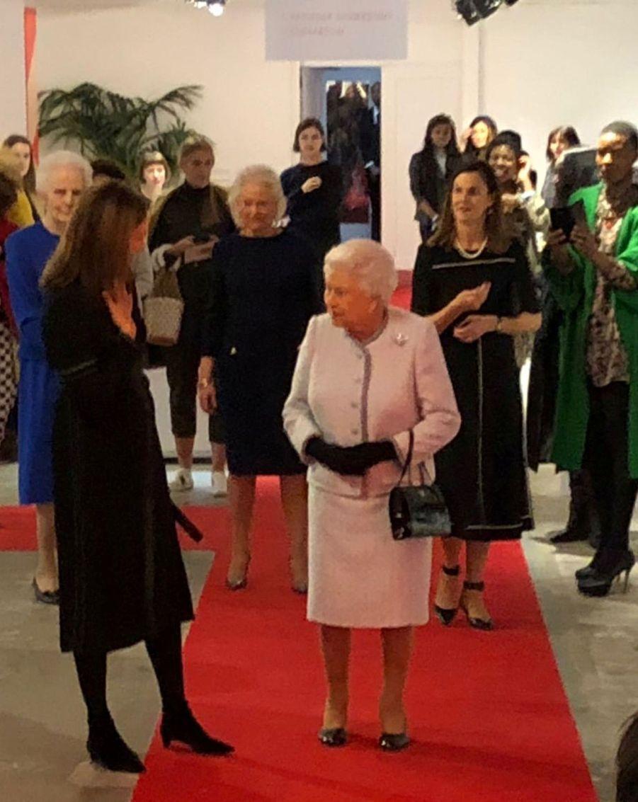 La Reine Elizabeth II À La Fashion Week De Londres Pour La Première Fois 8