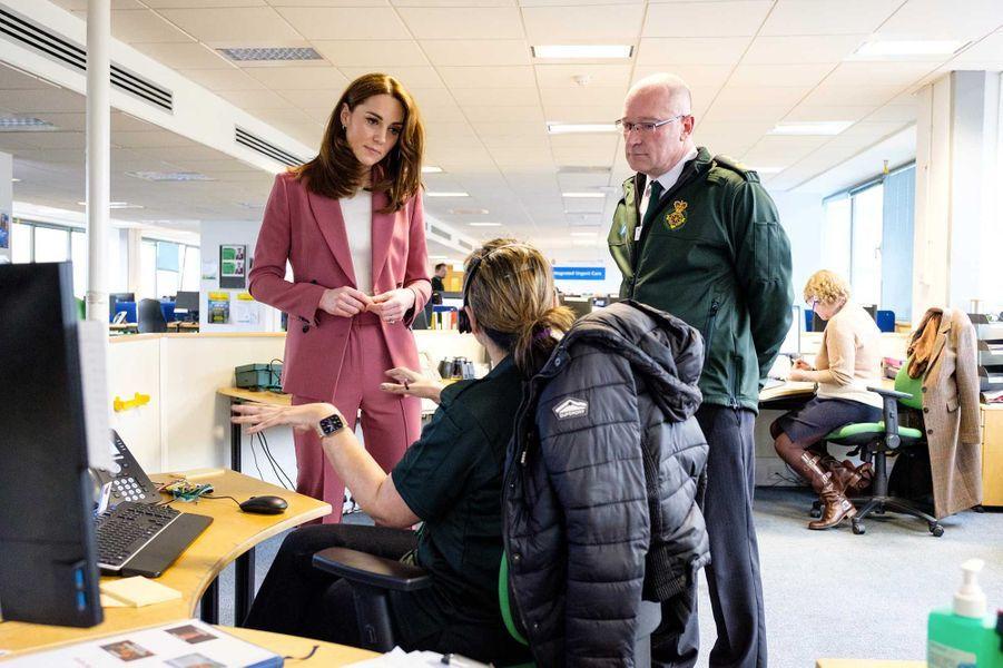 La duchesse de Cambridge lors d'une visite dans un centre d'appels duNational Health Service, jeudi, à Londres
