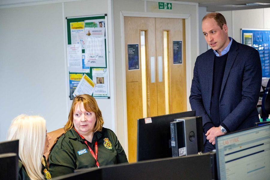 Le duc de Cambridge lors d'une visite dans un centre d'appels duNational Health Service, jeudi, à Londres