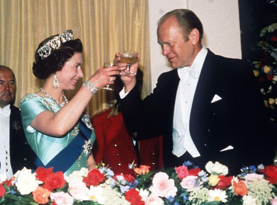 La reine Elizabeth II avec le président des Etats-Unis Gerald Ford, à Washington le 1er juillet 1976