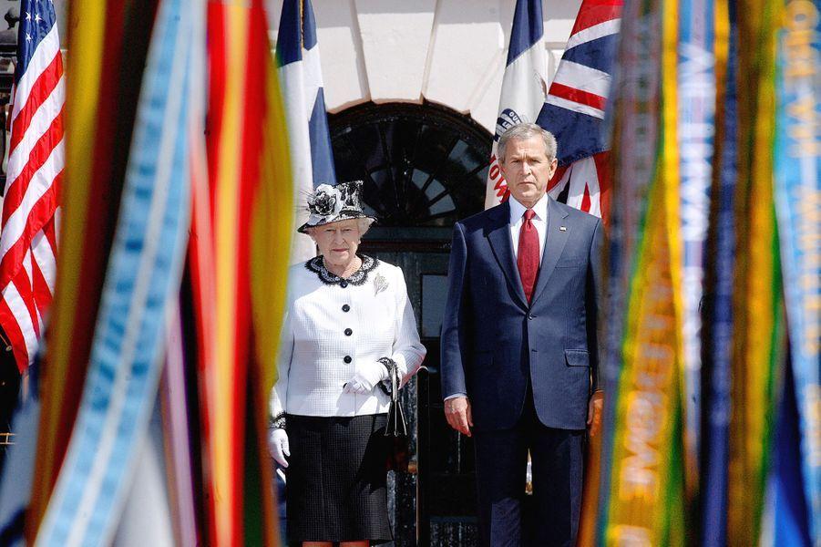 La reine Elizabeth II avec le président des Etats-Unis George W. Bush à Washington, le 7 mai 2007