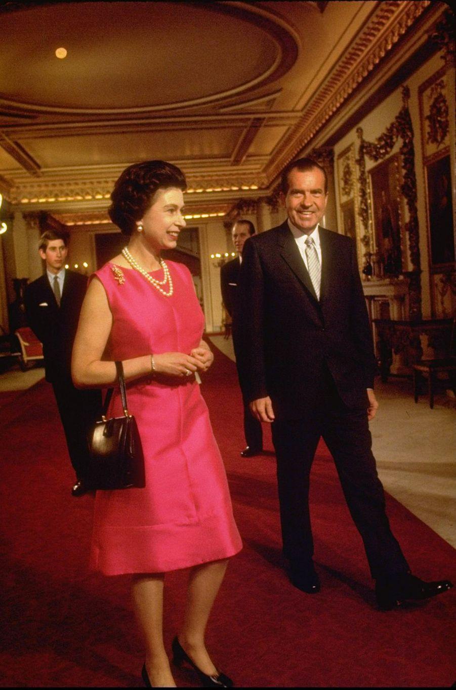 La reine Elizabeth II avec le président des Etats-Unis Richard Nixon à Buckingham Palace, le 25 février 1969