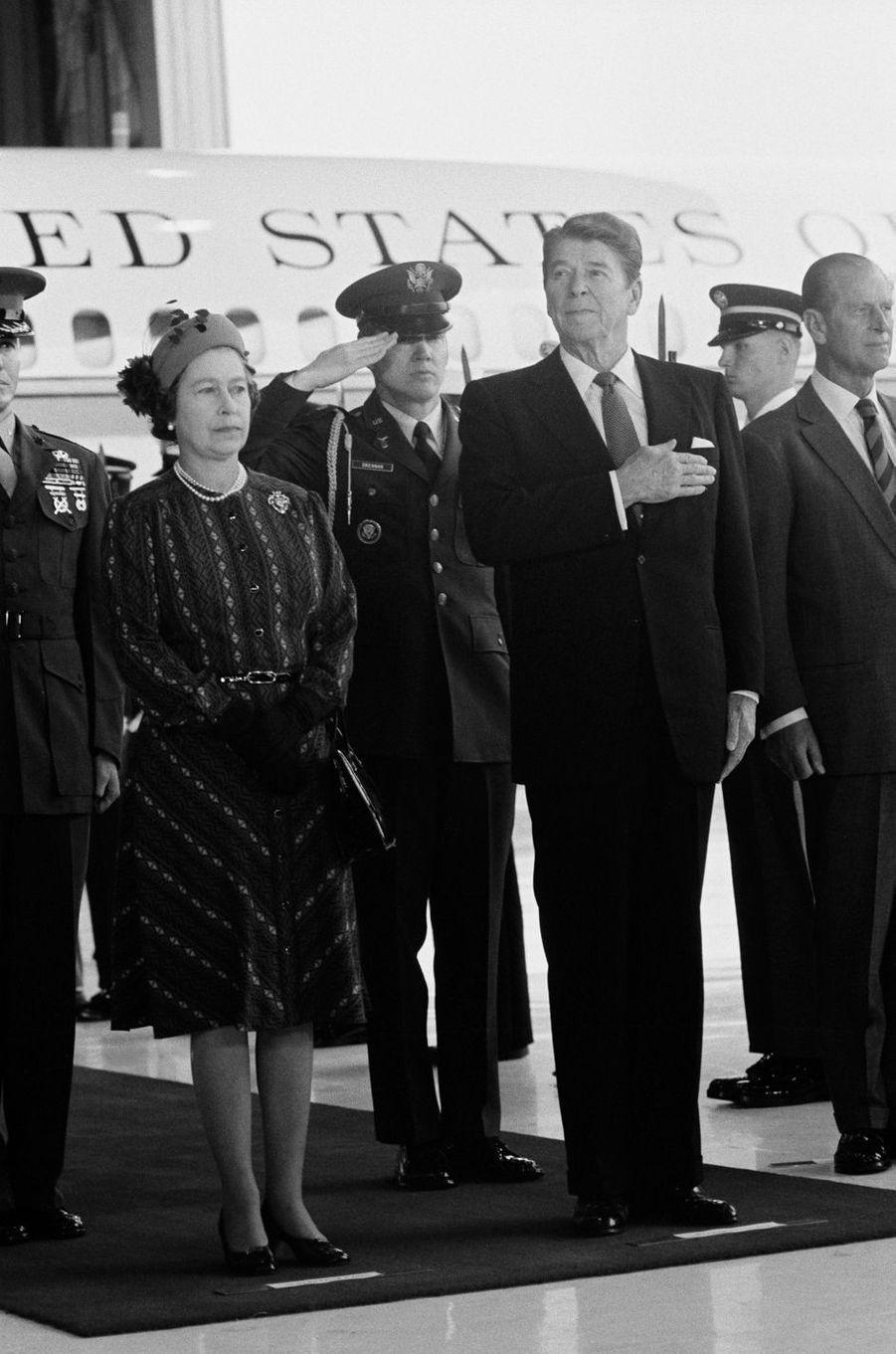 La reine Elizabeth II avec le président des Etats-Unis Ronald Reagan, aux Etats-Unis le 28 février 1983