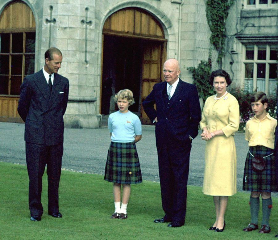 La reine Elizabeth II avec le président des Etats-Unis Dwight D. Eisenhower à Balmoral, le 29 août 1959