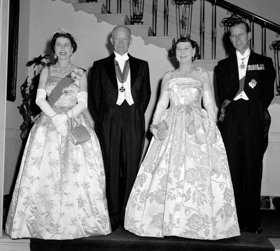 La reine Elizabeth II avec le président des Etats-Unis Dwight D. Eisenhower à Washington, le 17 octobre 1957