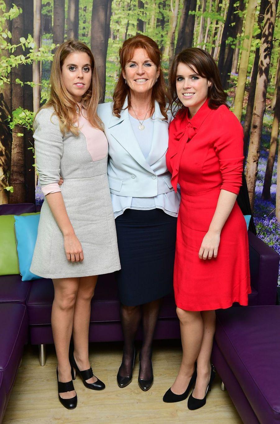 Sarah Ferguson et ses filles les princesses Beatrice et Eugenie d'York à Londres, le 9 décembre 2016