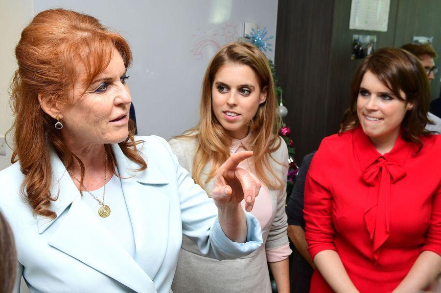 Fergie et ses filles les princesses Beatrice et Eugenie d'York à Londres, le 9 décembre 2016