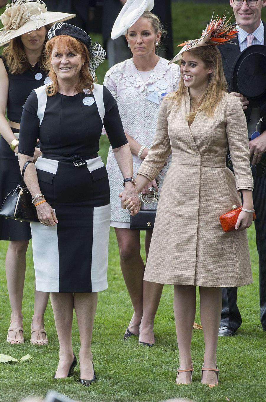 La duchesse d'York et sa fille aînée la princesse Beatrice d'York à Ascot, le 23 juin 2017